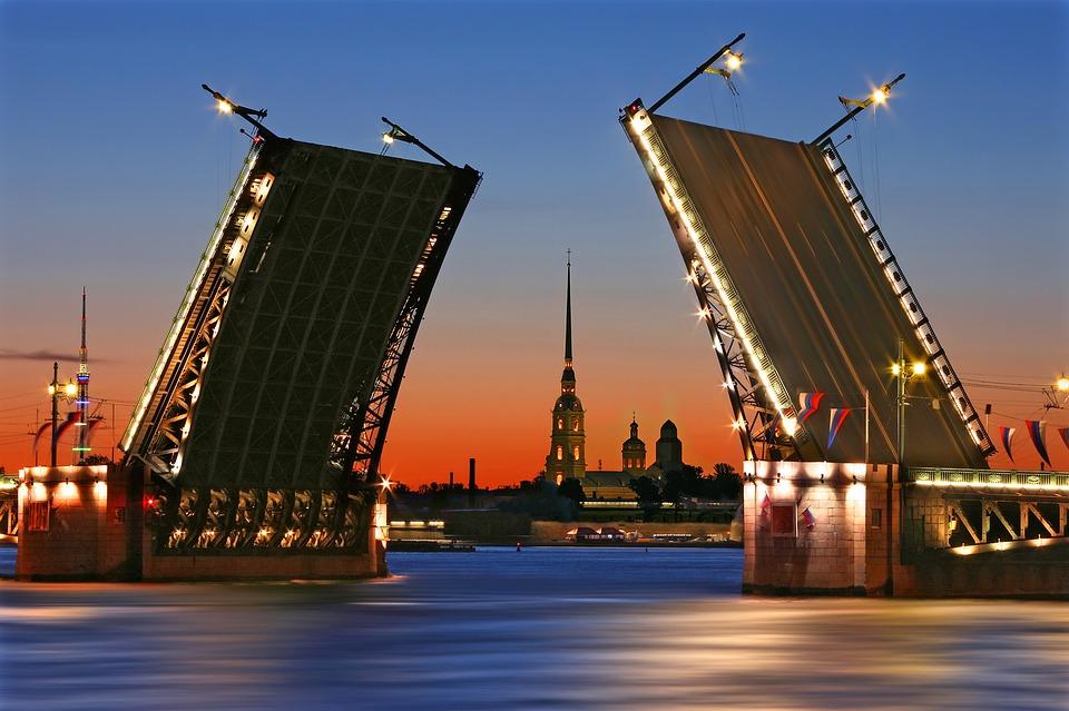 Развод мостов в Петербурге