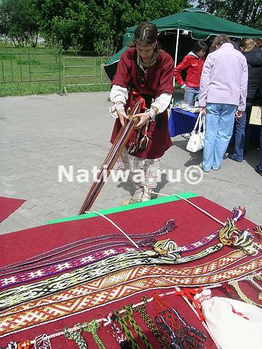 Плетение поясов, фестиваль чая.  Москва 05.2007.